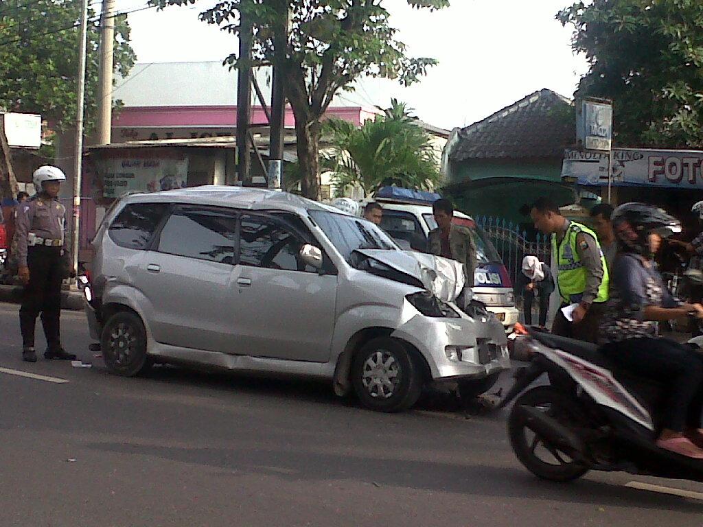 Mobil Modif Pelek Kaleng Sobotomotif