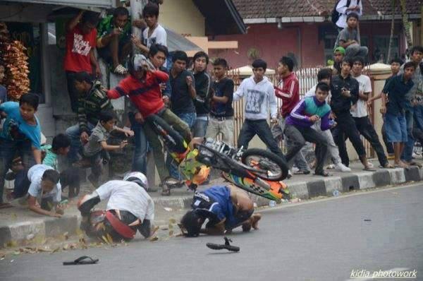 Apa Yang Anda Fikirkan Tentang Foto Ini Momen Kecelakaan Balap Drag Ndeso94 Dot Com