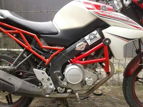 Penampakan Yamaha New Vixion Pakai Teralis Merah Nofgi Piston